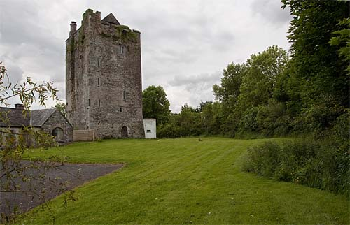 Tinnahinch Castle