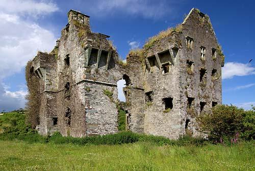 Ballynacarriga Castle